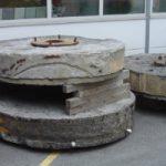 3 Meules à grain (env. 3200 kg/pce)