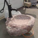 Fontaine avec pompe